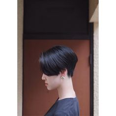 サイドビュー  襟足をしっかり詰めた、毛流れが上品なショートヘアにカットしましたー! よ! #ショートボブ #ショートヘア #ショートカット #前髪なしショート #サイドパート #耳かけショート