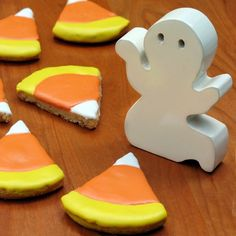 Trick or treat the Donald Duck way with this easy, yummy candy corn cookie recipe. If these Halloween snacks don't put a grin on that duck's face, nothing will!
