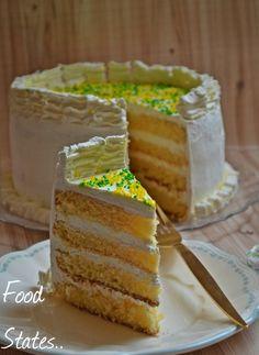 4 layer lemon sponge cake with cream cheese frosting         4 όροφοι λεμονένιας απόλαυσης....     Μια τούρτα αφιερωμένη στους λάτρεις του ... Greek Recipes, Dessert Recipes, Desserts, Biscotti, Vanilla Cake, Red Velvet, Food And Drink, Pie, Sweets