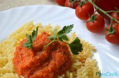 Fusilli z sosem paprykowo pomidorowym/Fusilli with paprika and tomato sauce