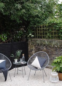 Before & After: My contemporary garden makeover with Wyevale Garden Centres - London garden makeover - black fencing - cream gravel - simple outdoor living Fence Landscaping, Backyard Fences, Outdoor Fencing, Yard Fencing, Garden Fences, Pool Fence, Fence Gate, Fence Panels, Front Yard Fence