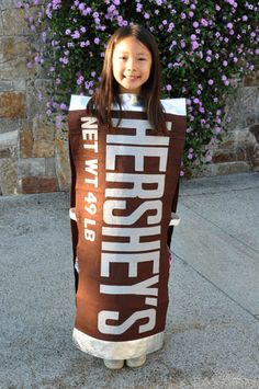 Last year, my daughter wanted to be a chocolate bar for Halloween. How could I say no when it's one of my favorite foods? The basic design of the costume is simple; the most time consuming p… Food Halloween Costumes, Food Costumes, Creepy Costumes, Candy Costumes, Halloween Kids, Costume Ideas, Infant Halloween, Halloween 2018, Halloween Stuff