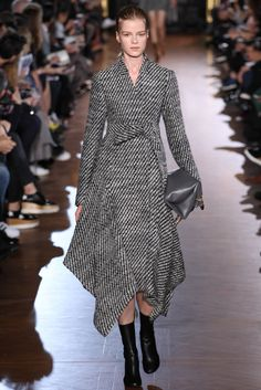 Stella McCartney Fall 2015 Ready-to-Wear Fashion Show - Kadri Vahersalu (PREMIUM)