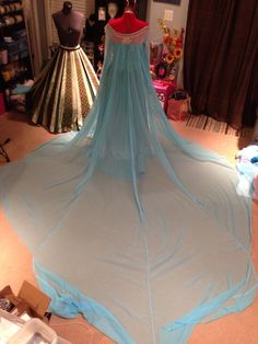 Finished up Elsa's cape last night! We are so happy with the final result and can't wait to take this baby out! To construct this monster cape we first started with about 8 yards of a light blue. Princess Elsa Dress, Frozen Elsa Dress, Anna Dress, Princess Outfits, Girl Outfits, Frozen Cosplay, Elsa Cosplay, Frozen Costume, Disney Cosplay Costumes