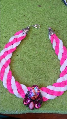 Necklace white and pink