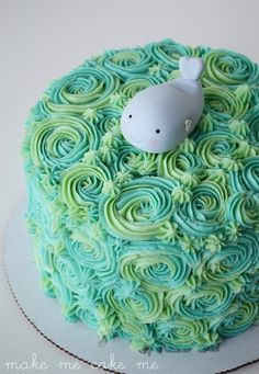 Under the Sea Cake with Fondant Whale Topper w/ Tutorial. Great for a boy's or girl's birthday, a baby shower, or just for summer fun! | Mak...