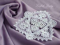 シャムロックのドイリー&本の紹介 - ドイリー(doily) Crochet Potholders, Crochet Motif, Crochet Doilies, Crochet Lace, Crochet Patterns, Crochet Carpet, Irish Lace, Lace Design, Irish Crochet
