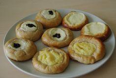 Celozrnné kynuté špaldové koláče Doughnut, Muffin, Baking, Breakfast, Recipes, Food, Morning Coffee, Bakken, Essen