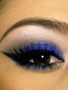 Cobalt Blue Smokey Eye Make up Blue Smokey Eye, Smoky Eye, Smokey Eyeshadow, Blue Eyeliner, Winged Eyeliner, Silver Eyeshadow, Applying Eyeshadow, Younique Eyeshadow, Everyday Eyeshadow