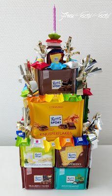 Frau Tschi-Tschi: XXL Ritter-Sport-Torte als Geschenk! Torta Banoffee, Valentines Day Dinner, Valentine Day Gifts, Single Serve Desserts, Dessert In A Jar, Ritter Sport, Sport Cakes, Buttery Biscuits