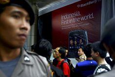 Indonesian Teens Turn Tricks To Buy Smartphones