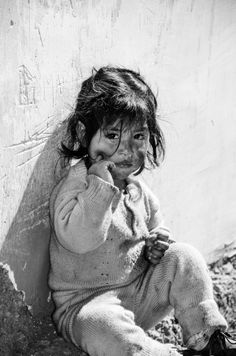 Little Girl from Ancash, Peru # Neither extreme poverty takes away the beauty of an angel like that. Precious Children, Beautiful Children, Beautiful Babies, Kids Around The World, People Around The World, Cute Kids, Cute Babies, Photo D Art, Jolie Photo