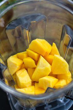 Tort cu cremă de mango Mango, Cacao Beans, Sweet Potato, Carrots, Food And Drink, Potatoes, Vegetables, Cooking, Recipes
