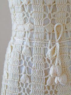 Alguns modelos de vestidos feitos em crochê, me parecem pinturas, feitos de linha por mãos habilidosas, que compartilho.
