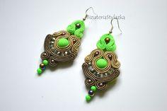 Kolczyki sutasz eleganckie zielone odblaskowe w Biżuteria Stylazka na DaWanda.com Beautiful eraaings - soutache