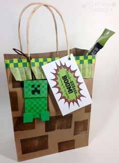 DIY Minecraft Favor Bags Tutorial plus free printable Thank-you tags! | Pluckingdaisies.com Minecraft Birthday Party, 9th Birthday Parties, Birthday Fun, Minecraft Party Favors, Birthday Ideas, Decoraciones Minecraft, Minecraft Decorations, Lego Minecraft, Minecraft Stuff