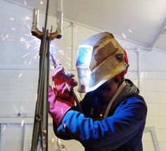 Here's a pic of me working on the #Ecover bee. Pic by #evagaray #bee #welding #recycled
