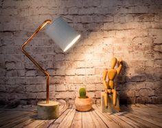 Lampada desktop vaso di legno lampada in metallo di EunaDesigns