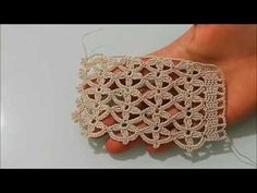Bu dantel modelini aklınıza gelen her yerde kullanabilirsiniz. Nişan tacı örgü modelinin ayrıntılı yapılışı karşınızda. Yelek modellerinden, kenar danteline kadar her alanda kullanabileceğiniz bir model. Angora ip ile, simli ip ile yada pullu ip ile yapılınca şal modellerinde yada gelin yeleklerinde, dantel ipliği Crochet Stitches Patterns, Crochet Motif, Crochet Designs, Crochet Doilies, Crochet Lace, Diy Crafts Crochet, Crochet Elephant, Angora, Crochet Instructions