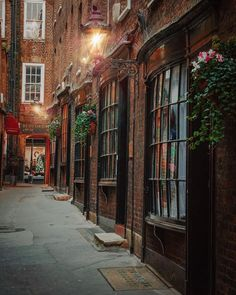 """Goodwin's Court, London🇬🇧 """"It's like stepping back in time in Goodwin Court! Dating back to the original bow fronted shops are how they would appeared back then. Scott Shop, Travel English, Diagon Alley, English Shop, Uk Photos, Shop Fronts, Back In Time, London England, Britain"""