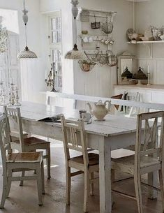 Shabby Chic decor is not new in the interior. See 5 rules Shabby Chic decor. Shabby Chic Kitchen Table, Cottage Kitchen Decor, Cocina Shabby Chic, Shabby Chic Farmhouse, Shabby Chic Cottage, Vintage Kitchen, Farmhouse Table, French Farmhouse, White Farmhouse