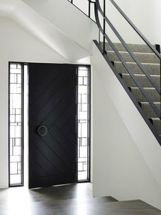 Black Front Door - Design photos, ideas and inspiration. Amazing gallery of interior design and decorating ideas of Black Front Door in home exteriors, entrances/foyers, porches by elite interior designers. Unique Front Doors, Black Front Doors, Modern Front Door, Front Door Design, Front Entry, Modern Entry, Post Modern, Modern Entrance, Cool Doors