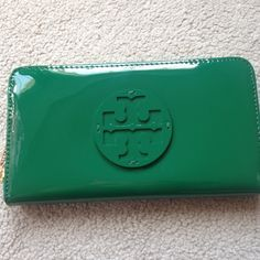 """AUTH Tory Burch Women Green Stacked Logo Wallet AUTH Tory Burch Women Green Stacked Logo Zip Continental Wallet Price tag: $125 + tax Size: 4.5 x 7.5"""" Material: Patent Leather  Color: Green Condition: New Extre infomation:  - 8 compartments for cards - 2 for currency  - zip pocket at center Tory Burch Bags Wallets"""