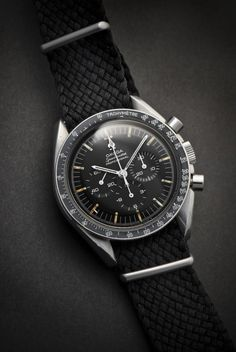 Omega Speedmaster, as worn on the Moon by Neil Armstrong. Amazingly, completely spring driven and hand wound. Dream Watches, Sport Watches, Luxury Watches, Cool Watches, Watches For Men, Men's Watches, Modern Watches, Omega Speedmaster Moon, Speedmaster Professional