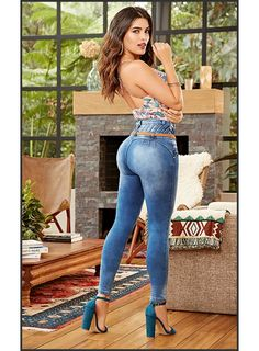 Short Pants Girl, Sexy Legs And Heels, Elegantes Outfit, Perfect Jeans, Curvy Girl Fashion, Sexy Jeans, Hot Dress, Girls Jeans, Sexy Hot Girls