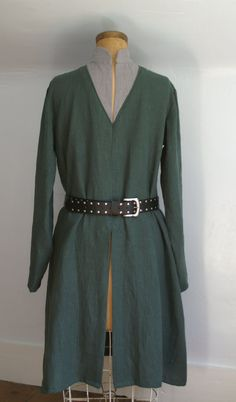 Very different way to trim a wide V-neck tunic! Love the collar
