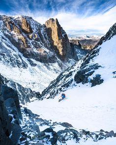 Ski between Mountains