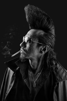 American photographer Denny Renshaw spent 5 years photographing the Tokyo Roller-zoku subculture, which is influenced by the Rockabilly era. Pompadour Fade Haircut, Pompadour Men, Classic Hairstyles, Wavy Hairstyles, Wedding Hairstyles, Tokyo, Yoyogi Park, Hair Trends 2015, Wavy Hair Men