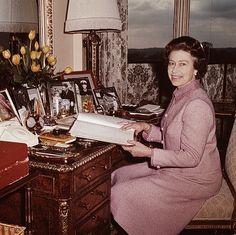 Queen Elizabeth turns her life in photos - Queen Elizabeth II, pictured at her desk in Windsor Castle, looking through her diary of engagements in Hm The Queen, Save The Queen, King Queen, Jubilee Gardens, Queen Margrethe Ii, Queen Of England, Prince Phillip, Windsor Castle, Royal House