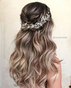 : 57 Gorgeous Wedding Hairstyles For A Gorgeous Rustic Barn Wedding Blown away with these 57 Beautiful Messy wedding hair , half up half down bridal hairstyles Half Up Wedding Hair, Bridal Hair Vine, Wedding Hair Pieces, Blue Wedding, Blue Bridal, Wedding Beach, Decor Wedding, Trendy Wedding, Bridal Style