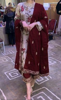 pakistani wedding outfits pakistani wedding outfits – Not to… - Pakistani dresses Pakistani Fashion Party Wear, Pakistani Formal Dresses, Pakistani Wedding Outfits, Pakistani Dress Design, Velvet Pakistani Dress, Kurti Pakistani, Pakistani Mehndi Dress, Pakistani Clothing, Punjabi Salwar Suits