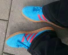 A spot of retail therapy at Cheshire Oaks so it's the Hamburgs in Solar Blue/Red for a lovely sunny day