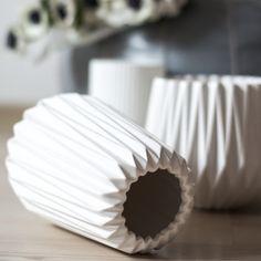 Niesamowita doniczka i wazon od Madam Stoltz. www.thedesigndigger.com