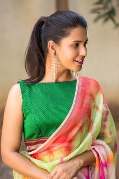 Emerald green khana handloom boat neck blouse #blouse #saree #houseofblouse #desi #indianwear #handloom #green #maroon #boatneck
