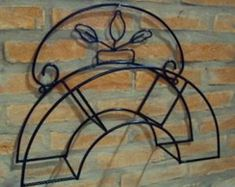 Build a unique hose holder using recycled pallet wood! Wrought Iron Decor, Iron Wall Decor, Horseshoe Projects, Metal Projects, Art Fer, Garden Hose Holder, Metal Worx, Steel Art, Iron Furniture