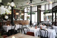 Waan je Brigitte Bardot met een martini aan de bar of strijk neer als Audrey Hepburn met een salade niçoise. Bij Seymour Brasserie & Bar in Haarlem geniet je van Franse klassiekers met een flinke portie glamour.