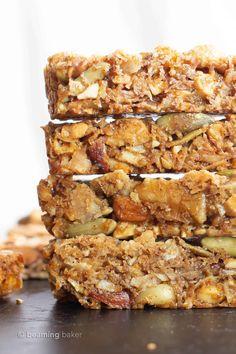 Paleo Granola Bars, Paleo Protein Bars, Protein Bar Recipes, Gluten Free Granola, Healthy Bars, Grain Free Granola, Protein Snacks, Healthy Snacks, Protein Cake
