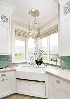 Awesome 65 Modern Farmhouse Kitchen Sink Design Decor Ideas https://lovelyving.com/2017/10/02/65-modern-farmhouse-kitchen-sink-design-decor-ideas/