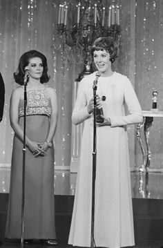 Julie Andrews at the 1967 the Golden Globes with Natalie Wood.