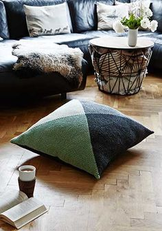 Large Pillow tunesian crochet