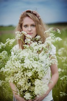 Heavenly midsummer photoshoot in a field of cow parsley with pink rose flower crowns