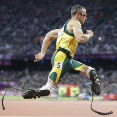 5 de diciembre. Día Internacional de las Personas con Discapacidades. En la foto: Oscar Pistorius, atleta de marca mundial.