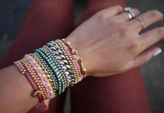Several variants of thread bracelets. Tutorial.