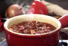 Paleo Crockpot Chili Recipe - the usual ingredients, top with avocado and nitrate free bacon Paleo Newbie Paleo Recipes Easy, Chili Recipes, Slow Cooker Recipes, Crockpot Recipes, Cooking Recipes, Paleo Ideas, Cooking Dishes, Crockpot Dishes, Paleo Food
