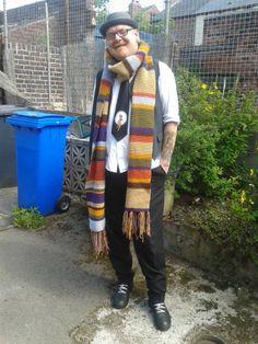Dr Who Tom Baker scarf modelled by Al