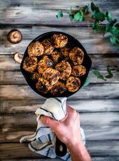 Joka paikan kvinoa-sienipyörykät (V, GF) – Viimeistä murua myöten Vegan Recipes, Vegan Food, Veggies, Gluten Free, Glutenfree, Vegetable Recipes, Veggie Food, Vegane Rezepte, Vegetables